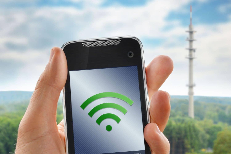 Selbstfahrende Autos müssen über das Mobilfunknetz mit Daten versorgt werden. Foto: Fotolia Petair