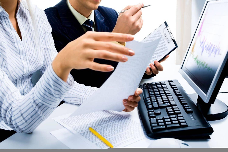 Büroarbeitsplatz: Arbeitgeber stehen vor allem bei der Gesundheit in der Pflicht. Foto: Fotolia Pressmaster