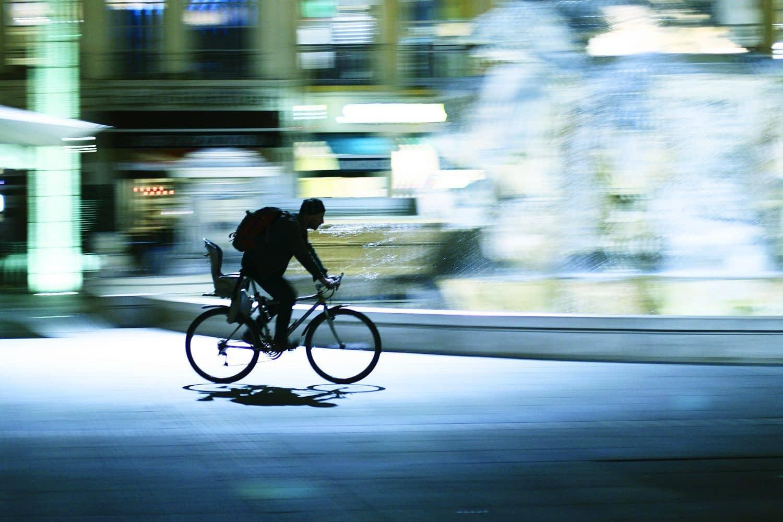 Das Google-Auto soll im Straßenverkehr Rücksicht auf Fahrräder nehmen. Foto: Fotolia devianArt