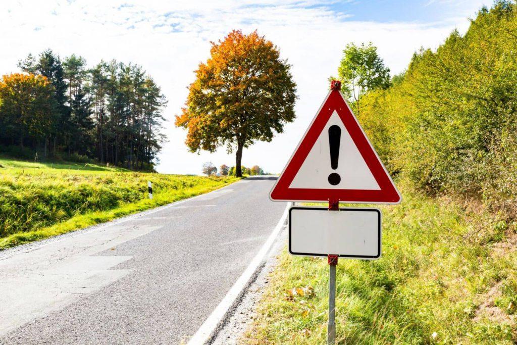 Die Landstraße birgt das größte Risiko zu verunglücken. Foto: Fotolia