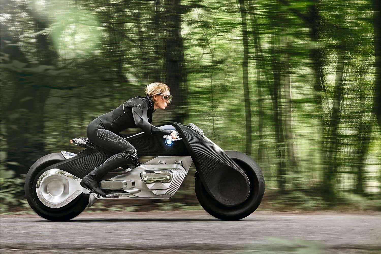 1923 ist das Geburtsjahr des ersten BMW-Motorrads. Mit der VISION NEXT 100 zeigt BMW dem Betrachter die Dreißigerjahre des 21. Jahrhunderts. Foto: BMW